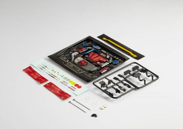 Motor Attrappe aus Lexan Type-B lackiert